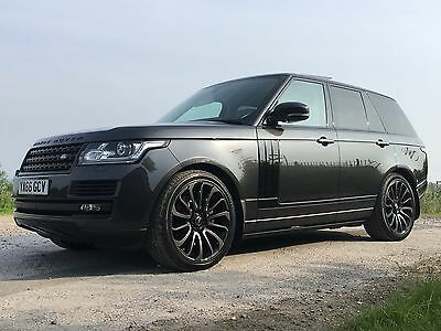 2017 Land Rover Range Rover SDV8 AUTOBIOGRAPHY - Huge Spec - 8900 Miles Only