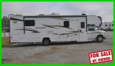 2014 Winnebago Minnie Winnie 31H 32' Class C Triton V10 Gas Slide Out Generator