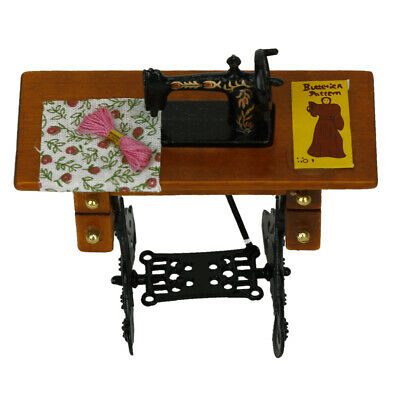 Mini Vintage Sewing Machine Dolls House Sewing Room Decor Accessories 1/12 Scale