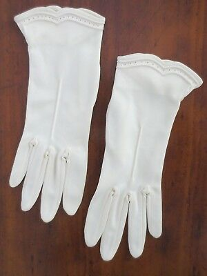 Graham smart latte-coloured scallop-edged vintage dress gloves size 7 - 7.5