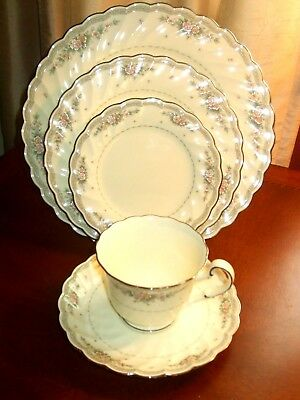 Noritake Knottingham Bone China 5 Piece Place Setting Excellent Condition!