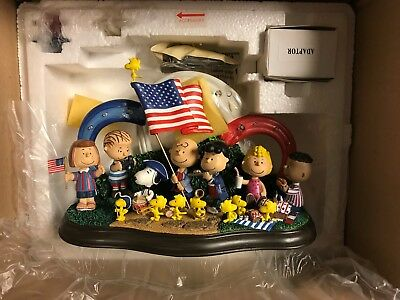 """Danbury Mint Peanuts/Snoopy Lighted 4th of July Figurine """"Yankee Doodle Dandy"""""""