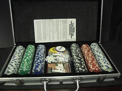 Nice New Cardinal's Pro. 300 Chip Texas Hold'Em Poker Set In Aluminum Case