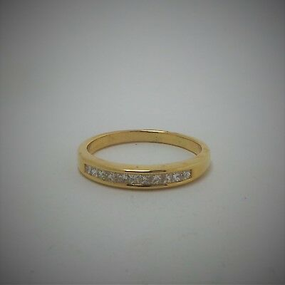18ct YELLOW GOLD DIAMOND WEDDING BAND RING - VALUED @$1221 COMES WITH VALUATION