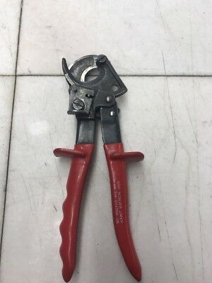 Klein Tools 63060 Ratcheting Cable Cutter, Red grips