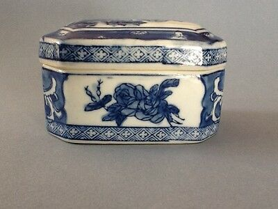 Lovely Chinese Ceramic Blue & White Covered Box with a Floral Design
