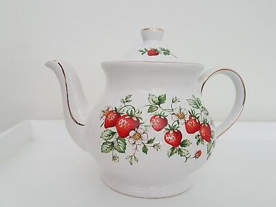 Vintage Strawberry Teapot by Sadler. Excellent condition, perfect for everyday.