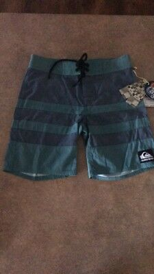 BNWT Boys Quiksilver Boardies Size 6