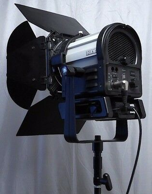 Litepanels Sola 6 Fresnel 5600k LED w/ 8-Leaf Barndoors- use w/ arri HMI Joker