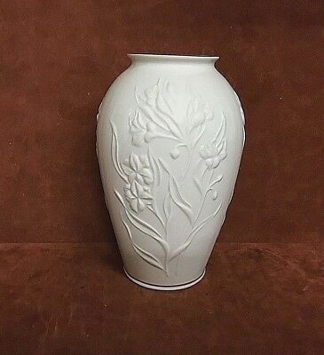Lenox 8 Vase W Raised Floral Pattern Gold Trim Made In Usa