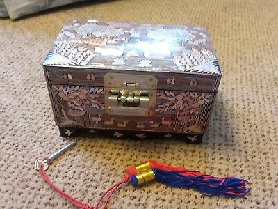 Vtg Unused Oriental Japanese Mother Of Pearl Black Laquer Jewelry Box Lock Key