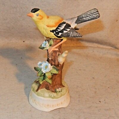 Towle Fine Porcelain Yellow Oriole Music Box Bone China Figurine Musical Bird