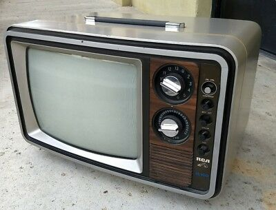 "Vintage 1980 RCA XL-100 13"" color tv. Fully serviced. Beautiful picture."