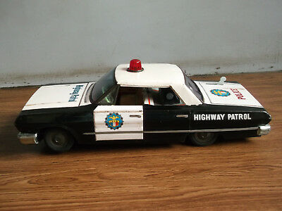 Old vintage battery powered big size Police CADILLAC tin toy car, made in Japan.