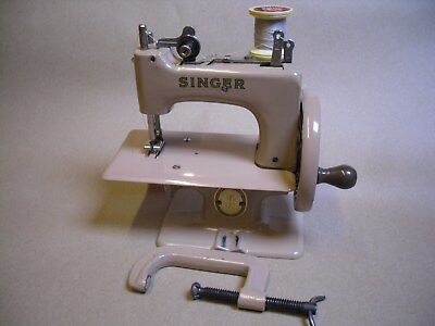 Vintage Singer Model No 20 Sewhandy Child's Sewing Machine Boxed / Instructions.