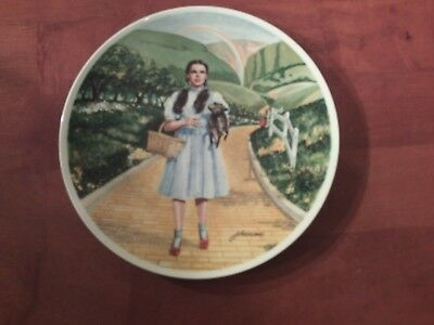 """Knowles Wizard of Oz Collector Plate """"Over The Rainbow"""" Dorthy & Toto 8 1/2"""""""