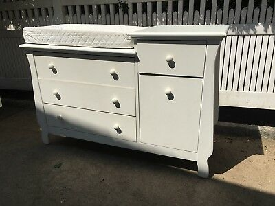 Buy Buy Baby Changing Table / Dresser Half Price !! Good Condition !!!!!!!!!!