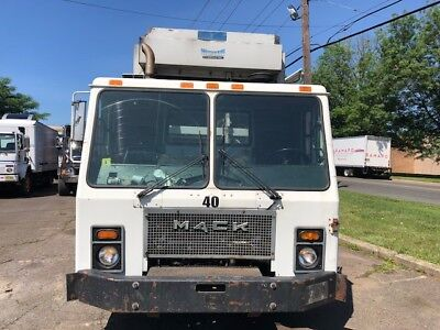 1- 2001 Mack Le 613 Rear Load 31Yd Garbage Truck Automatic