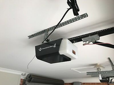 B&D CAD4 Garage Opener with chain rail and chain and 1 remote control