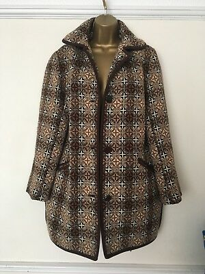 Beautiful Welsh Tapestry coat Size 12 To 14