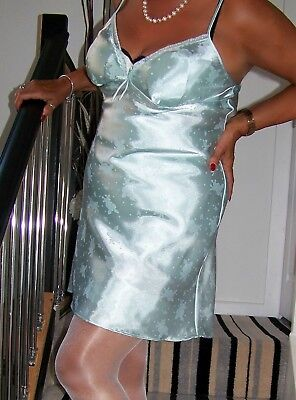 STUNNING VINTAGE ULTRA FEMME GLOSSY MINT GREEN SATIN FLARED MINI FULL SLIP.sz40.