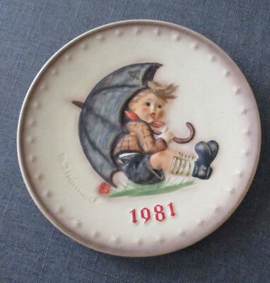 MI Hummel Goebel 1981 Boy with Umbrella collectible plate West Germany authentic