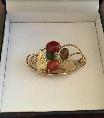 Vintage Jewellery Beautiful Art Nouveau style Gold tone and Agate Brooch