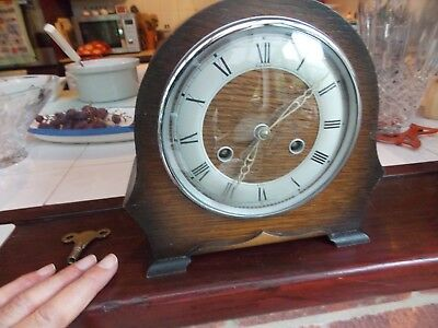 Vtntage  8 Day Movement Oak Cased Mantle Clock Good Working Order