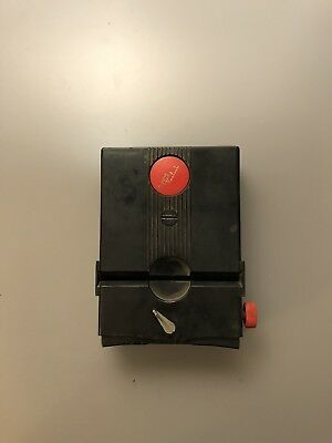 Stereo Realist Red Button Viewer --- Model St 61