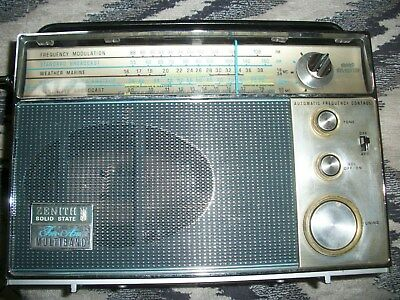 Nice Zenith InterOceanic Royal 94 AM/FM/3SW Radio Receiver Working
