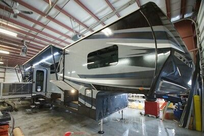 New 2018 Jayco Seismic 4113 5Th Wheel Toy Hauler Kitchen Up Must See Floor Plan