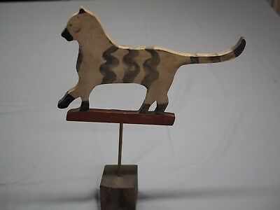 Nancy Thomas Signed 1982 Cat Farmhouse Plaque on Stand