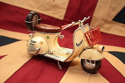 VESPA SCOOTER tin toy tinplate car blechmodell auto voiture tole latta
