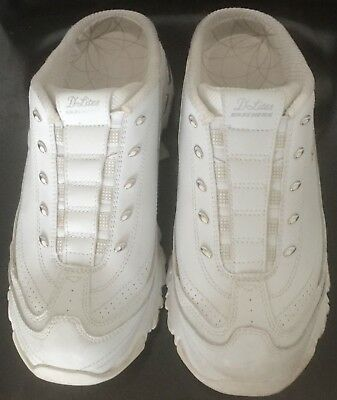 Really Nice Pair Of  ~~ Skechers  ~~ White   Slip-On   Work Shoes     Size 10