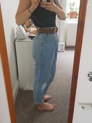 Vintage high waisted jeans. mom fit size 12