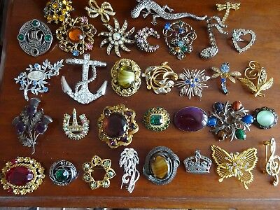 32 X Vintage Brooches For Spares/repair