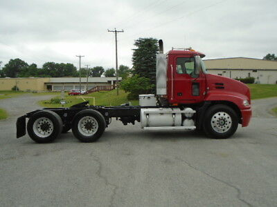 2004 Mack Cx613 Tandem Axle Daycab Road Tractor