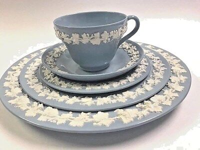 Wedgewood Queens Ware Cream on Lavender Blue Smooth Edge 5 Pc Place Setting