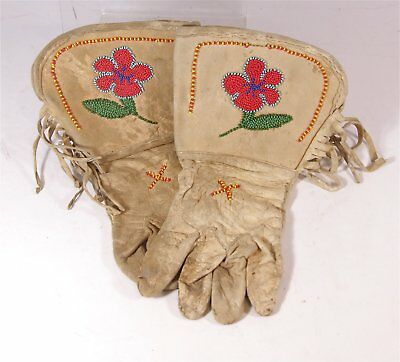 1920s PAIR OF NATIVE AMERICAN SIOUX INDIAN BEAD DECORATED HIDE GAUNTLETS GLOVES