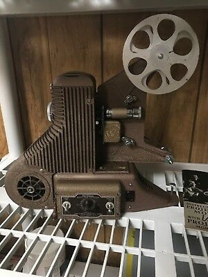 Vintage  8Mm Universal Model Pc-500 Projector By The Universal Camera Corp.