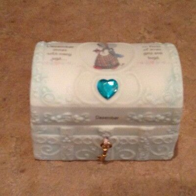 Precious Moments 1995 DECEMBER HOPECHEST WITH BIRTHSTONE  #165905