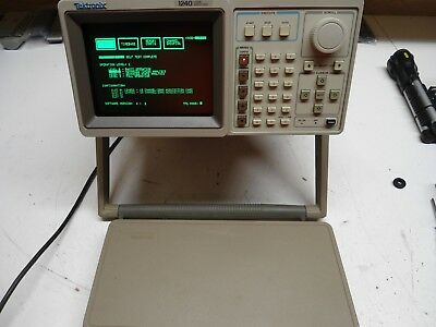Tektronix Model 1240 Logic Analyzer Powers Up Passes Self Tests clean screen