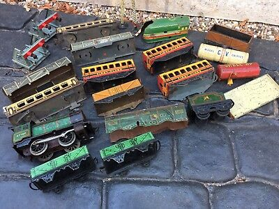HOUSE CLEARANCE attic Find Old Project Vintage Toy Train Engine Carriages Parts
