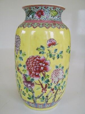 Fine Quality Chinese Vase Exceptional Decoration Mark To Base Very Rare Stunning