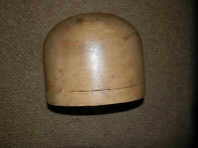 Vintage/Antique Wooden Small Hat Block, Milliners Stand.Shop Display.17.