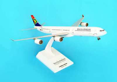Skymarks 1/200 South African Airways Airbus A340-600 SZ-SNB Snap-fit model