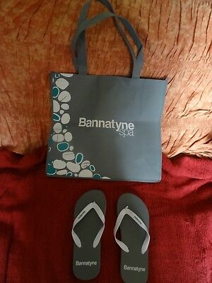 Grey Bannatyne large canvas spa bag & pair of rubber flip-flops (size 5-7)