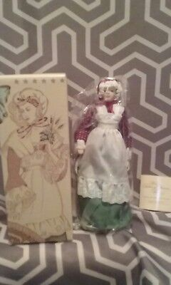 1987 AVON Fashion of American Times Early American Porcelain Doll Collection