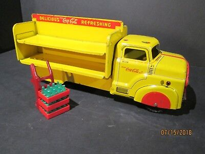 VINTAGE 1950's MARX COCA COLA TIN LITHOGRAPHED DELIVERY TRUCK W/ DOLLY & CASES