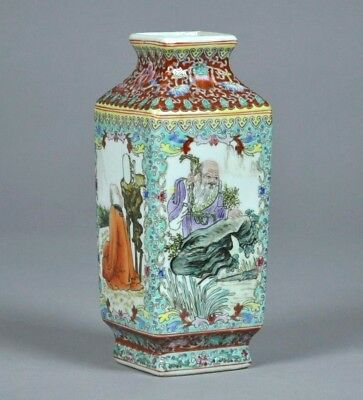Fine Old Chinese Porcelain Vase With Qian-Long Mark.